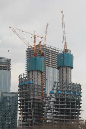在建的丽泽商务区大楼