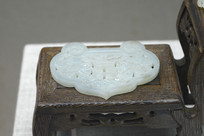 青白玉镂雕双喜杜鹃纹佩