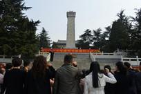 人民英雄纪念碑前重温入党誓词