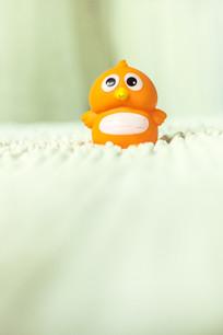 一只玩具小企鹅