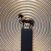 骏马铜塑像