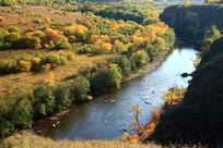 峡谷河流秋色