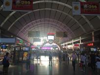 火车站候车大厅通道图片