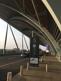 机场出站口广场图片