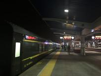 暮色下的火车图片