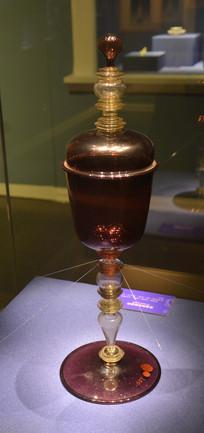 欧洲紫玻璃带盖高脚酒杯