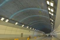 漂亮灯光的隧道