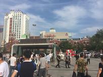 沈阳站前广场人群图片