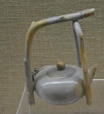 收藏品乐石雕叉木枝提梁壶