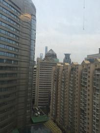 拥挤的城市建筑一角图片