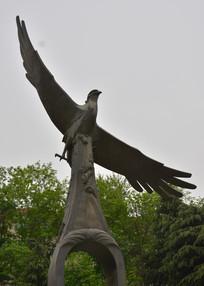 雕塑大鹏展翅