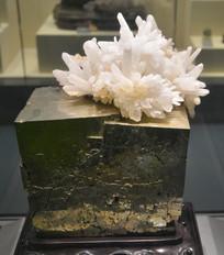 矿石雕塑花开富贵