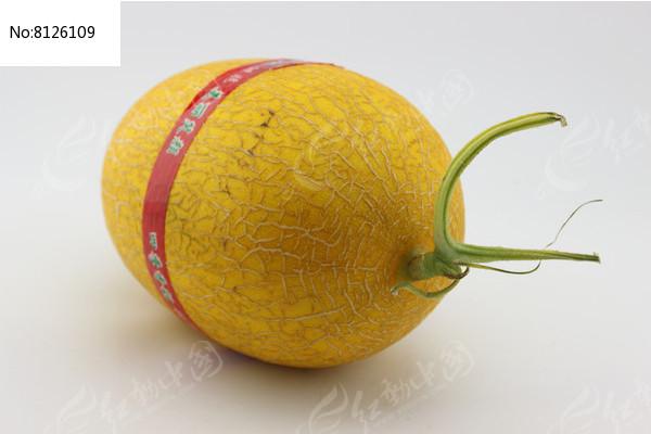 一个贴标签的哈密瓜图片