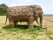 大象形状的稻草雕塑