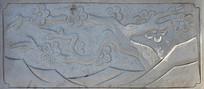 石桥上的雕刻梅花