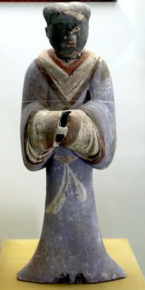 西汉时期长袍男立俑