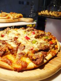 经典牛肉披萨