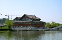水上的传统仿古建筑