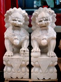 一对石狮子