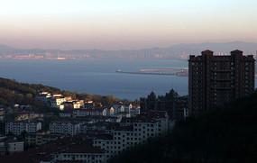 滨海城市一角图片