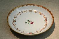 广彩花卉纹碗