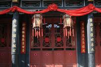 古代建筑正门口