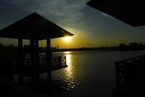 湖面的落日