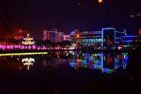 节日湖滨灯景图