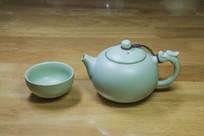 汝瓷西施茶壶与茶杯