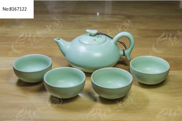 汝窑瓷如意茶壶与茶杯图片