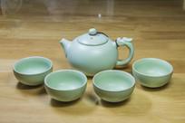 汝窑瓷西施茶壶与茶杯