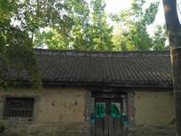 农村灰瓦土墙房子
