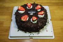 一个草霉巧克力生日蛋糕