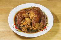 一盘焖扣猪肘子肉