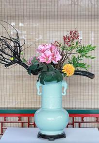牡丹花瓷瓶插花