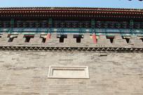 仰视古代城门楼