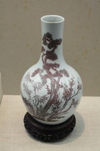 釉里红松竹梅纹花瓶