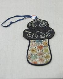 平绣梅花纹烟荷包