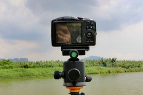 云台上的数码相机