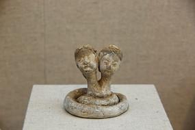 汉代双人首蛇身灰陶俑