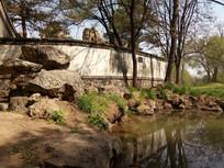 池塘白墙图片