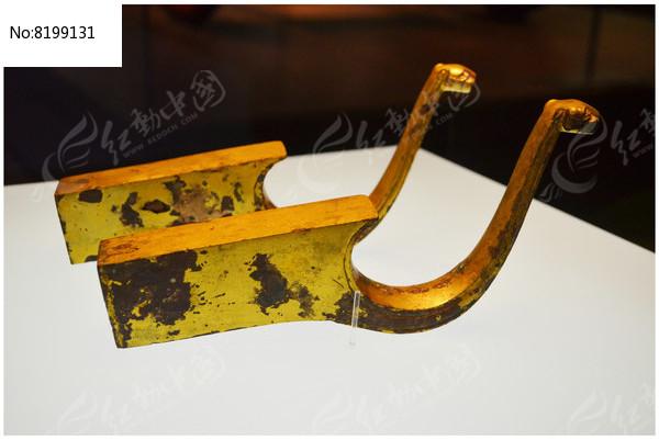 鎏金兽面形铜轴饰