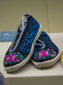 蓝布绣花女鞋