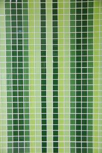 青绿色马赛克瓷砖墙面