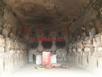 寺庙洞中的菩萨