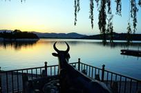 颐和园镇湖铜牛