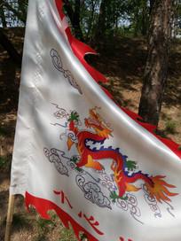白色龙旗图片