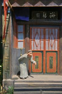 彩色泥塑瑞福祥迎客的老人