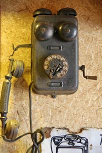 老式壁挂式古董电话