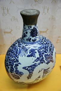 明代反青花海水纹扁圆瓶
